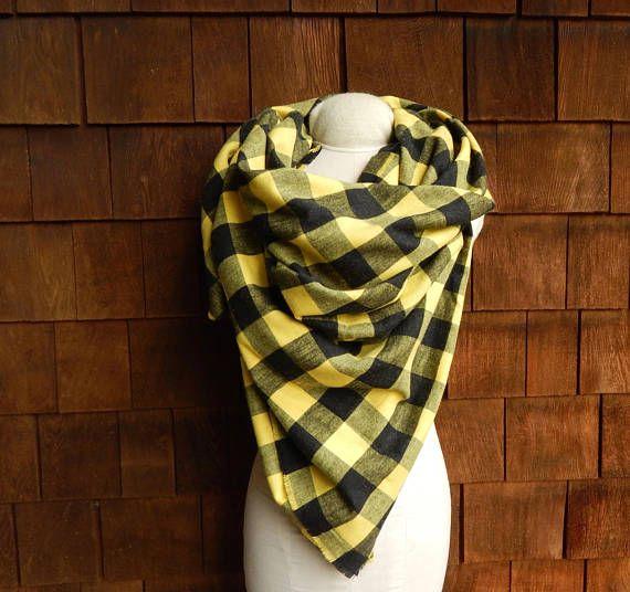 Buffalo Plaid Blanket Scarf in big Black and Yellow !