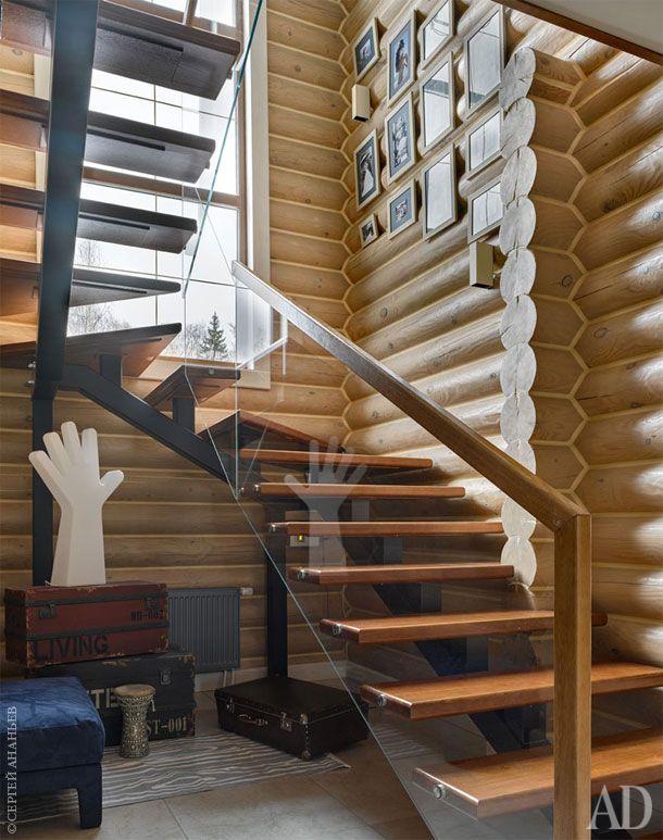 Декоративные сундуки Dialma Brown под лестницей предназначены под детские игрушки. Лампа-