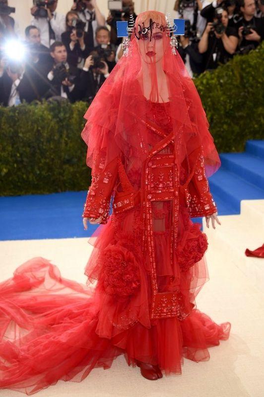 Katy Perry met gala 2017 robe rouge