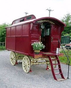 gypsy caravan: Fantasy Houses, Vintage Caravan, Cars Collection, Gypsy Caravan, Tiny Houses, Caravan Camps, Red Wagon, Gypsy Wagon, Bohemian Gypsy