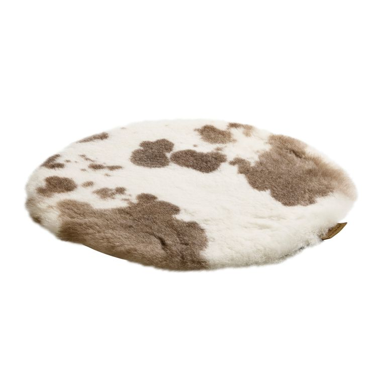 Shepherds of sweden AW17,shepherds of sweden cusion cover,sofia seatpad,sheepskin seat pad,sheepskin cushion natural sheepskin,sheepskin with spots cushion,shaggy seat pad,home accessories,cream sheepskin cushion,round sheepskin cushion
