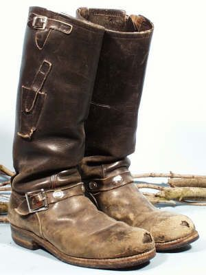 Broken-in walking boots are the best!! Not the knife sheath on on robot and money pocket on the other. Very cool(sb)