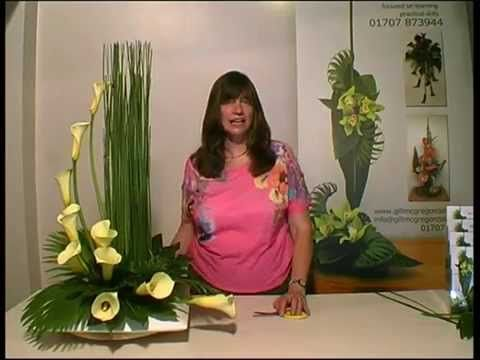 Contemporary Flower Arranging Lesson - Hedging - YouTube https://www.youtube.com/watch?v=fq6KkG-hdWE