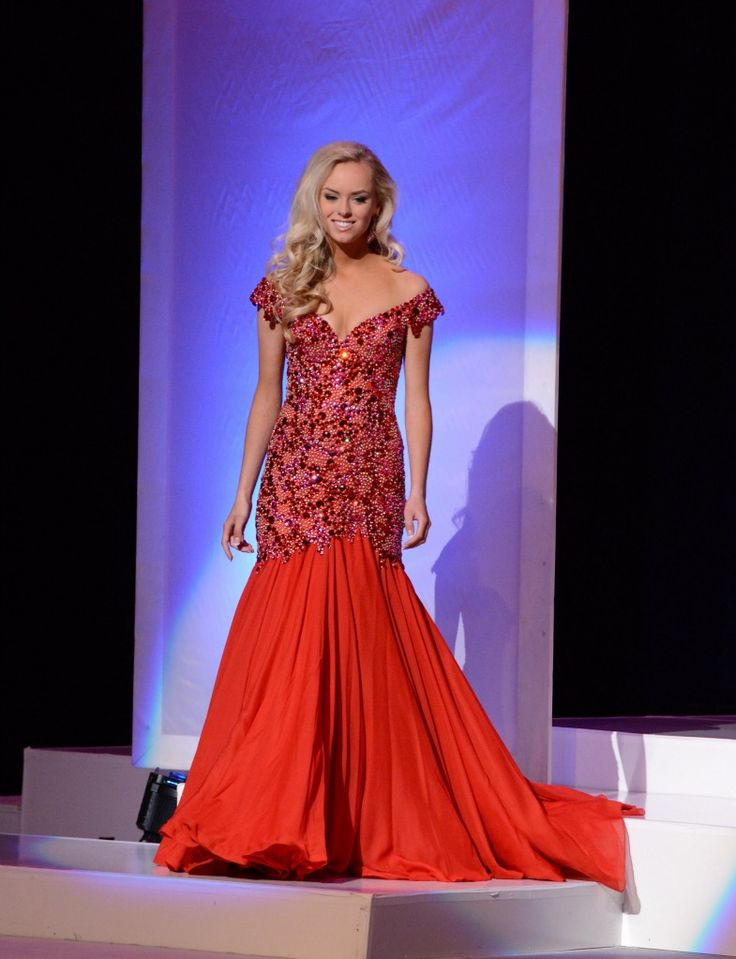 Ali Barros - Miss Tennessee rocking her fun fashion at
