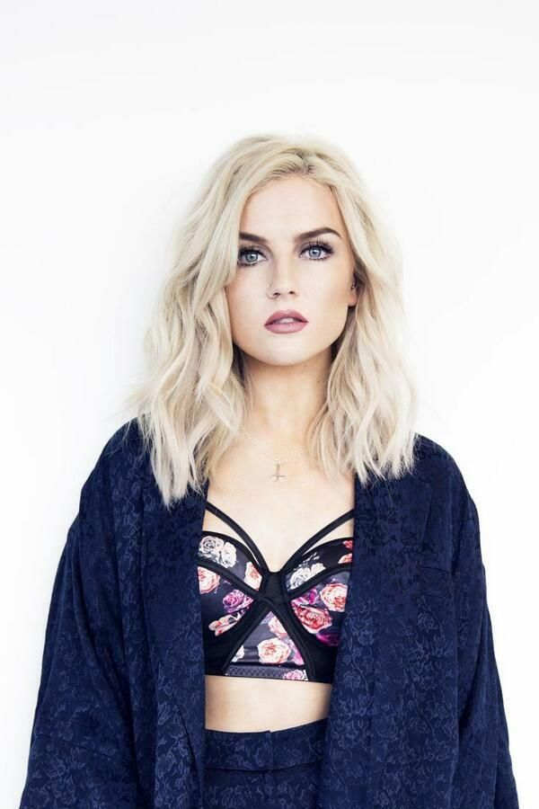 (perrie edwards) Hello my name is Tavia. 17.I love dancing,fashion,and sketching. Smith's twin sister.