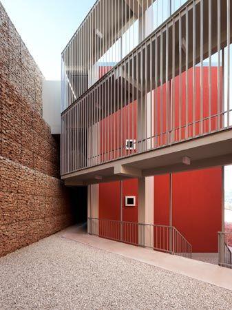 Social Housing - Complexo Habitacional de Penela - 2007-2012 João Álvaro Rocha, Arquitectos Photo: Luis Ferreira Alves