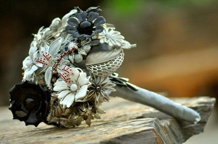 brooch bouquet...great idea so you can keep it forever #bouquet #brooch #wedding