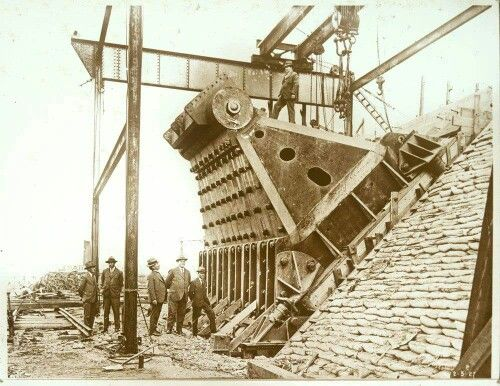 One of the main hinges during construction of the Sydney Harbour Bridge.A♥W