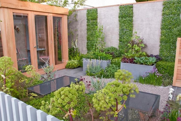 Love the higher raised beds.Flower Stockings, Gardens Design Ideas, Modern Gardens Design, Vegetables Gardens, Herbs Gardens, Small Gardens, Veggies Gardens, Modern Vegetables, Vegetable Garden