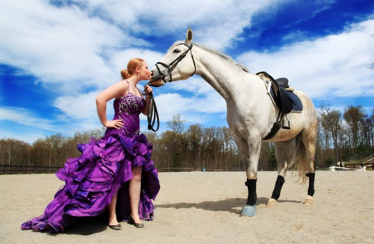 A bride-to-be lets one of the #horses at the Glade Springs #Equestrian Center know just how much she is appreciated! #bridal #weddings (image courtesy Kelly Carrico Photography kellycarricophotography.com)