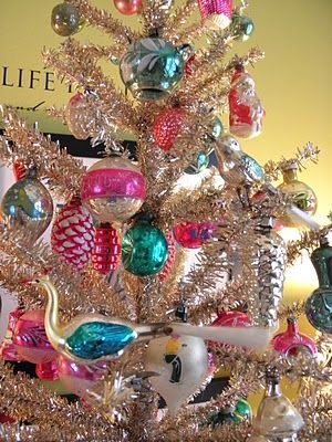 Retro vintage Christmas ornaments, always perfect on an aluminum tree!