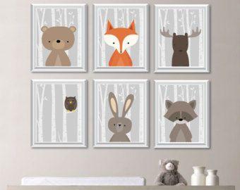 Baby Boy Kinderzimmer Kunst, Tier Wall Art für einen Wald thematische Kinderzimmer - Cute Wald Tiere Dekor für Kinder-Schlafzimmer oder Kinderzimmer.  Von sechs Kunstdrucke dieses liebenswert Wand enhält hübsch Waldland tierische Illustrationen: Fox Kaninchen tragen Eichhörnchen Moose Waschbär auf einer Birke Baum Hintergrund. Verwendete Hintergrundfarbe ist weiß, aber ist vollständig anpassbar. Einfach wählen Sie die Option Custom Farbe und verlassen Sie eine Notiz für mich mit dem Orden…