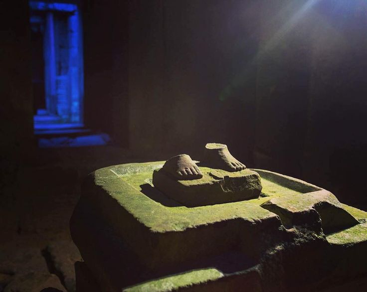 All that remain are the feet. At a temple in the #AngkorWat complex the feet are all that are left of this Statue just one of the hundreds that have been looted from dozens of temples. Figures are often cut at the ankles making them easier to transport. This was shot with the light of a #iPhone held by my assistant @elliotstudio on the #SonyA7R2.  AngkorWat  is a temple complex in Cambodia and the largest religious monument in the world. It was originally constructed as a Hindu temple for…