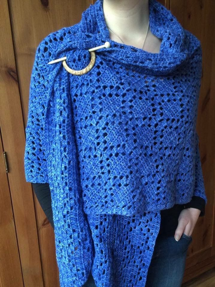 Een schitterende omslagdoek gemaakt door Irma Kooiman met Scheepjes Sunkissed. In totaal 8 bollen gebruikt.