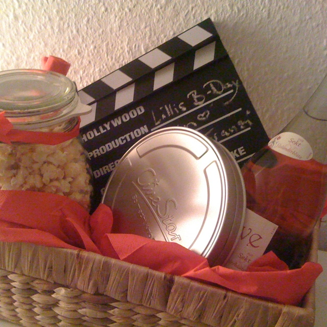 Kino-Geburtstagsgeschenk mit Kinogutschein, Popcorn, Hugo und Filmklappe / Cinema-Birthdaypresent with popcorn, hugo and clapperboard / *Happy Birthday*