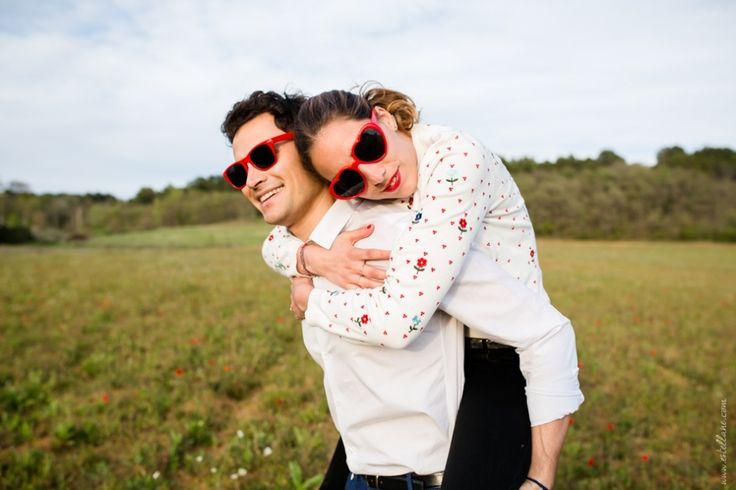 Séance d'engagment par Caroline (Estellane Photographie) dans les champs, printemps, avril, wedding, french, love, coeur, inspiring,