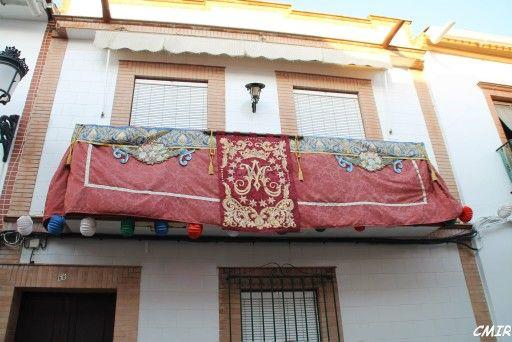 Adorno de un balcon para las Fiestas Patronales