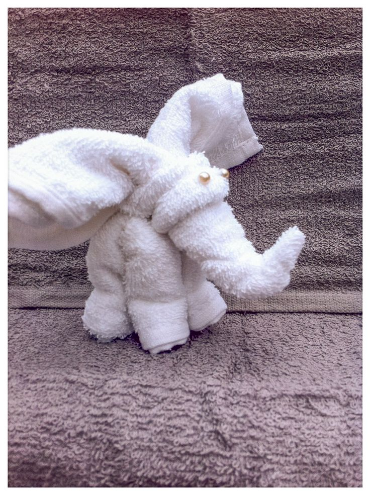 Olifant van spuugdoekjes - Kraamcadeau jongen, meisje, unisex - Baby Shower gift girl, boy elephant of washcloth. Info: https://joleenskraamcadeaus.wix.com/kraamcadeau#!product/prd1/1916779305/olifant-wit