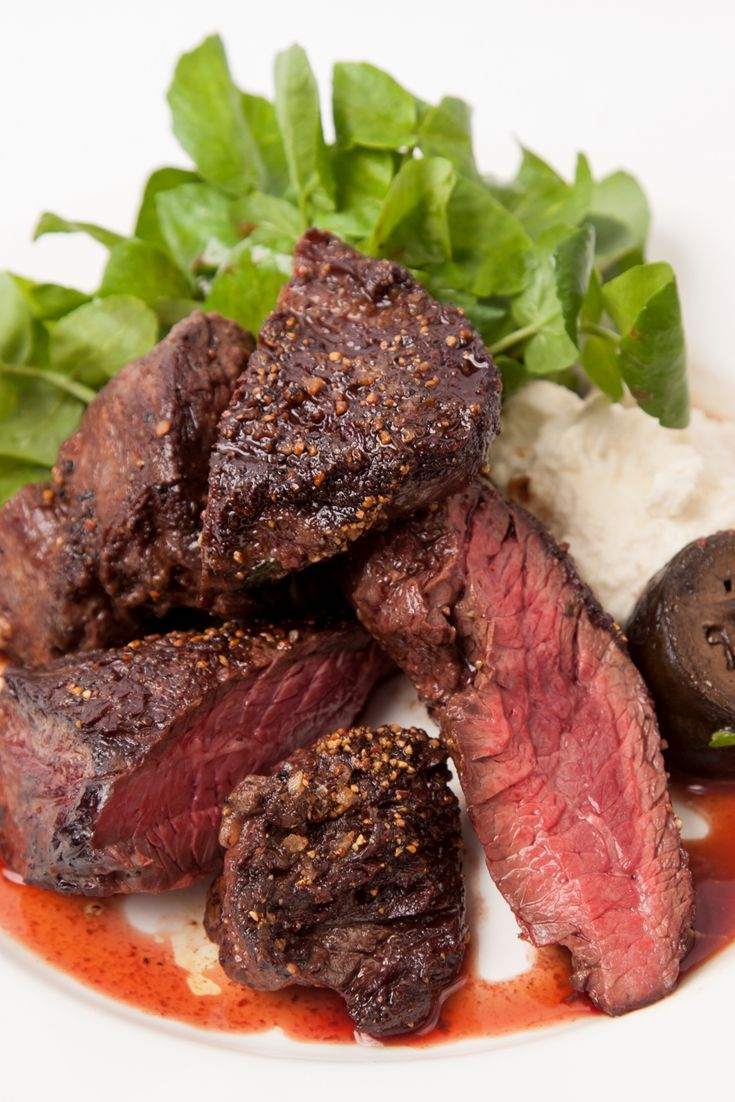 Jeremy Lee's onglet steak recipe is a fantastic way of learning how to cook steak to perfection. Including a homemade horseradish cream recipe, this dish is simple but impressive.