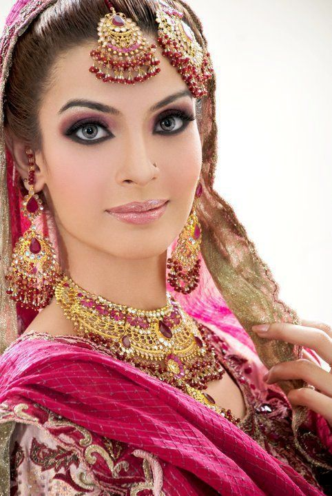 Bridal Mehndi Makeup Pics : Most beautiful face makeup for pakistani bridal arabic