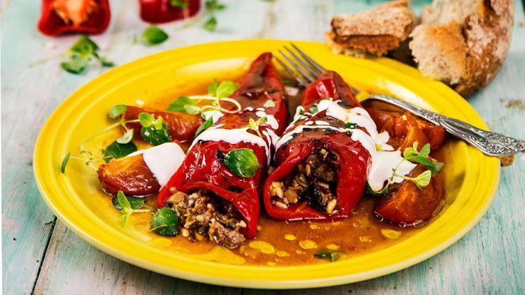 Fylt paprika med kjøtt og fyldig tomatsaus