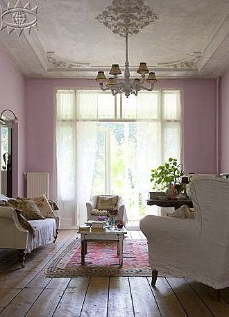 poozer50:    shabby livingroom: Wall Colors, Cottages Style, Living Rooms, Houses, Shabby Chic, Ceilings Details, Meditation Rooms, Pink, Vintage Interiors