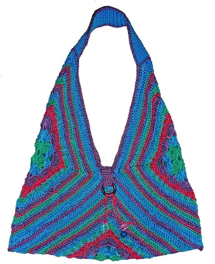 Bolso tejido a crochet en estambre macramé en colores azul, lila, rosa y verde