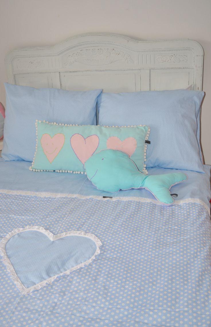 Dekbedovertrek Jaeleigh's Valentine in lief #lichtblauw met #brocante kantjes en een groot hart van #Wazzhappening.