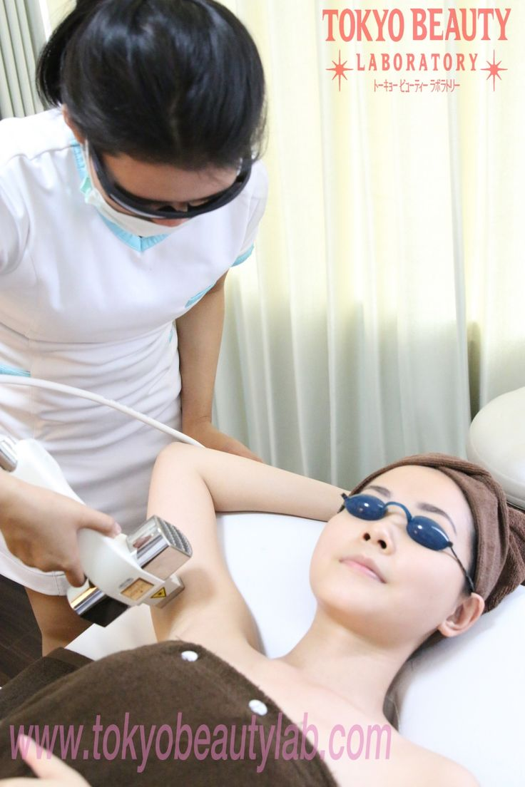 IPL (Intense Pulsed Light) adalah perawatan berbasis teknologi penyinaran terbaru yang juga dikenal sebagai cara paling cepat dan aman untuk menghilangkan rambut di tubuh anda. Teknik ini mampu menghancurkan folikel rambut, yaitu asal dimana rambut tumbuh. Penetrasi dari cahaya lampu yang dikontrol dengan akurat ke atas permukaan kulit menciptakan panas yang kemudian meresap langsung ke folikel rambut,