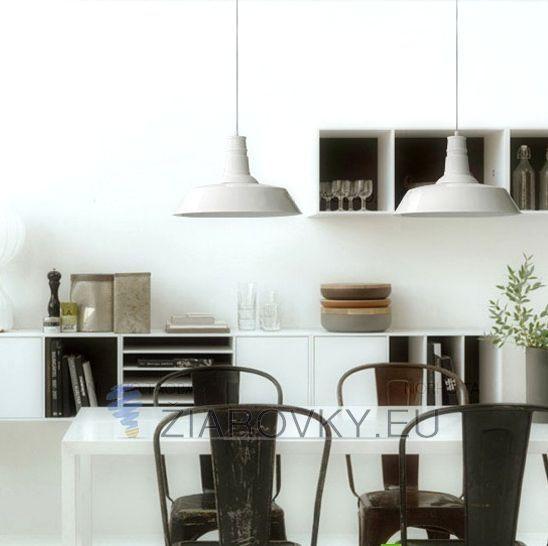 našom obchode nájdete aj skvelé dekoračné žiarovky v retro dizajne z kolekcie EDISON, ktoré sa hodia k tomuto modernému svietidlu. Pokiaľ však potrebujete silnejšie osvetlenie alebo osvetliť väčšiu plochu odporúčame použiť naše LED žiarovky, ktoré budú šetriť energiu a zároveň poskytnú dostatočné osvetlenie celej miestnosti. Moderné svietidlá pre moderné bývanie. Moderné závesné svietidlo zhotovené z kvalitného kovového materiálu. Prednosťou moderných svietidiel je kvalita prevedenia a…