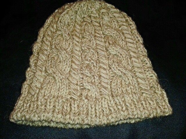Berretto in lana.  È possibile scegliere il tipo di filato ed il colore.  Contatti: Cell: 347 1320100 Email:  nonnariccardo@gmail.com