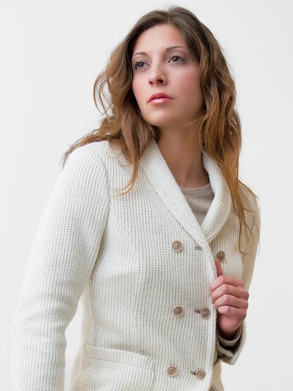 Giacca Doppiopetto da Donna in Lana e Cotone. Bottoni in corozo.  Double-breasted wool/cotton jacket. Corozo buttons. www.anissejlife.com