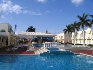 cancun-shuttle-to-holiday-inn-express-zona-hotelera-cancun -#cancun #travel #transportation
