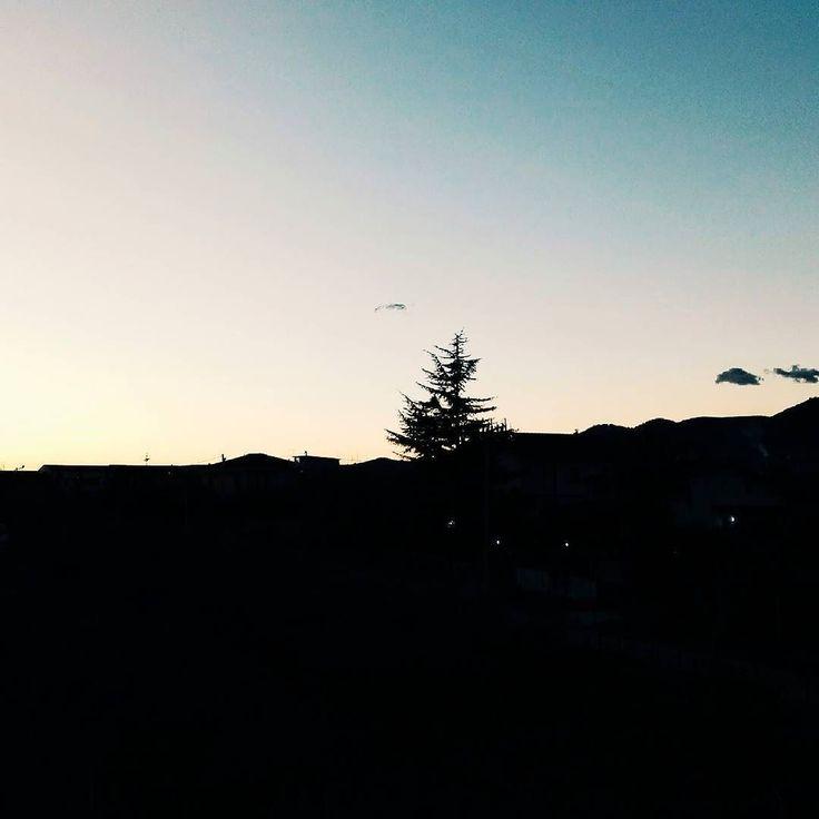 Sembra un disegno ma è una foto scattata da  me. Buonanotte.  Edit with @vscoG3  #vsco #vscocam #sunset #italia #italy #beautiful #amazing #awesome #photooftheday #photo #tramonto #tramonti__italiani #verso_sud_sunset #igers #igerscampania #campania #igerssalerno #followme #seguitemi #sud #italiainunoscatto #sky #wonderful #great #bestsunset #best_sunset_capture #sunset_madness #goodnight #buonanotte
