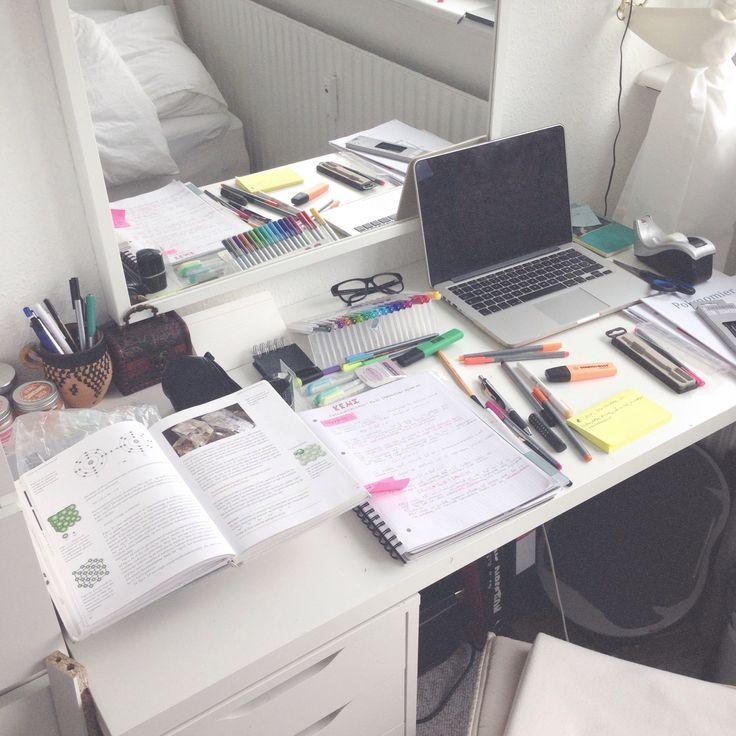Esta mesa de estudio para #janoclase me gusta más. Tal vez un poco más de espacio