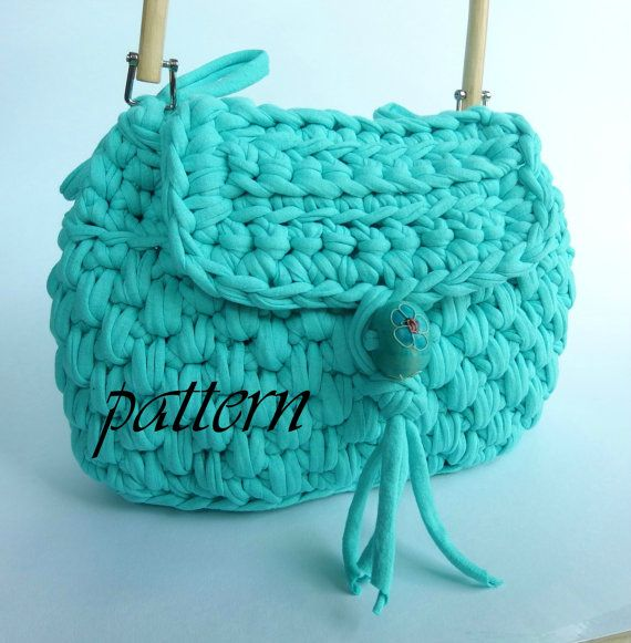 Crochet pattern t shirt yarn handbag with flap and wooden handle.