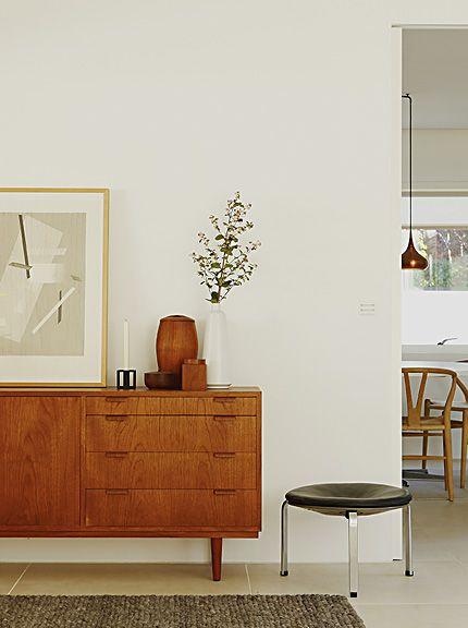 Hallway Inspiration ǁ Fritz Hansen products: PK33™ stool by Poul Kjærholm