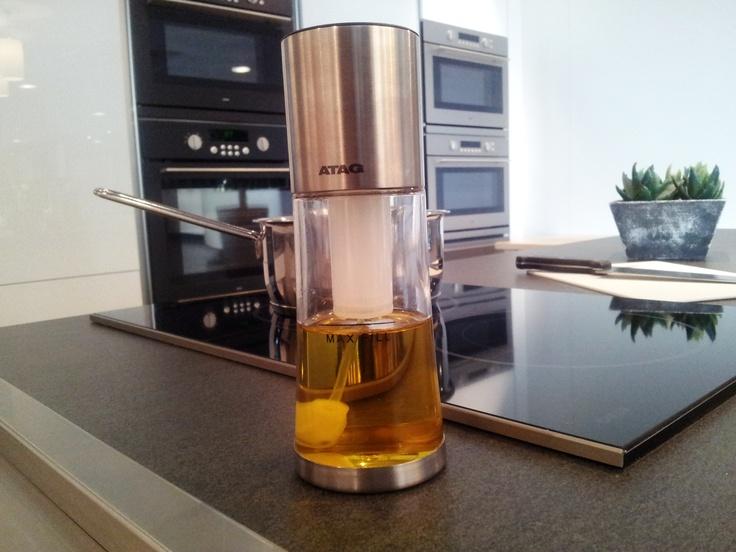 Deel jouw keukeninspiratie en maak kans op dit handige keukenhulpje van ATAG: een olijfolie dispenser