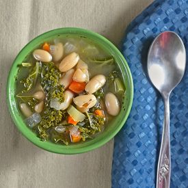 Kale and cannellini bean soup. | Yummu food ideas | Pinterest