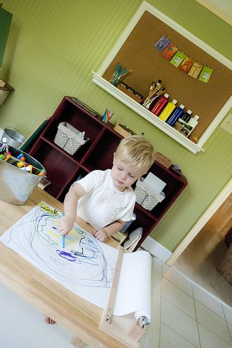 I'd love to have an art table like that!