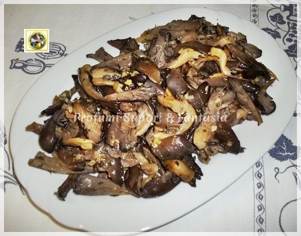 Contorno di funghi pleurotus in padella trifolati Blog Profumi Sapori & Fantasia: Mushroom, To Try, Funghi Buoni, Perfumes Flavors, Recipes From, Padella Trifolati