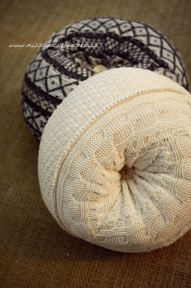 Upcycled Sweater Pillows :D Really cute and sooo soft!! #repurpose #recycled #decor #revamping #bohemian #craft #diy