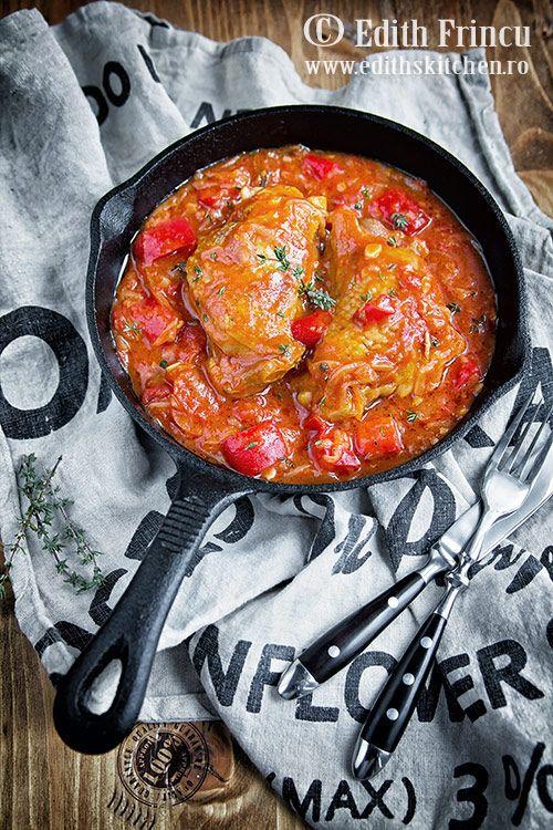 Ostropel de pui - o mancare delicioasa, ca la mama acasa, din carne de pui scaldata in sos de rosii aromat cu ceapa, ardei gras, usturoi. Poate fi facut si cu praz si fara carne
