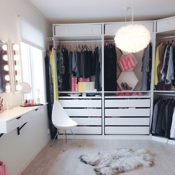 dressing sur mesure ikea home planner interesting chic closet is filled with an ikea pax system. Black Bedroom Furniture Sets. Home Design Ideas