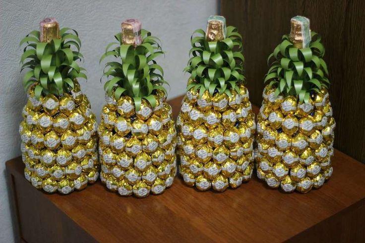 shampanskoe-na-novyj-god-svoimi-rukami-iz-konfet-v-vide-ananasa