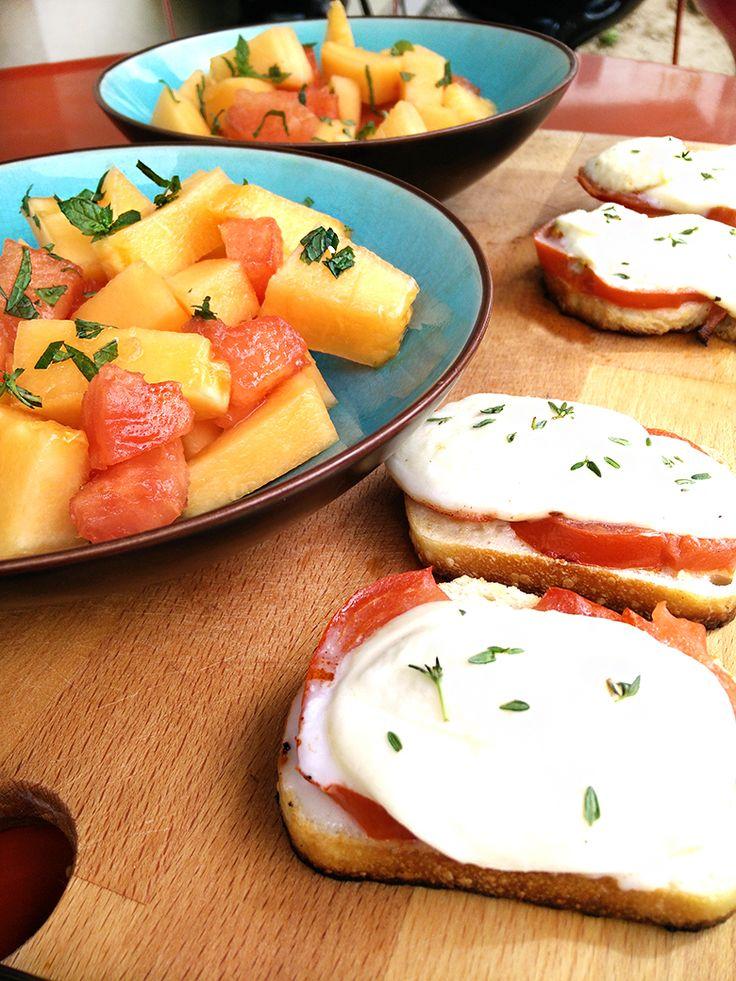 L'importance d'une cuisine savoureuse et colorée, pour votre santé, à travers une recette de repas toute simple, de salade melon pastèque, tartines croustillantes et fondantes !