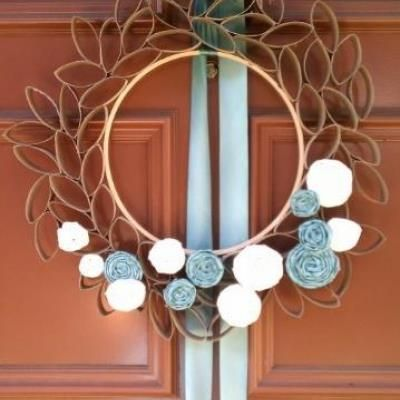 One of the cutest wreaths and you can make it at home really cheap!!! I have to try this for Easter! :)