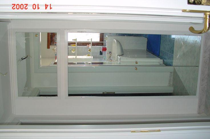 armadio in alluminio rivestito di specchio filo anta