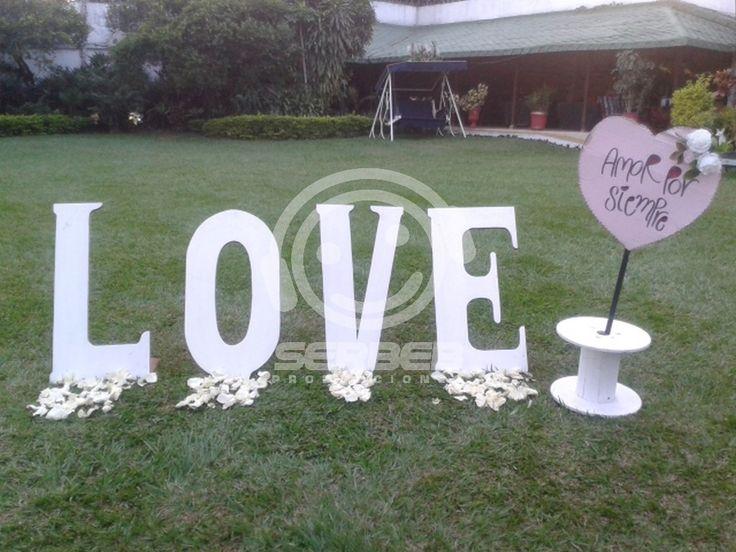 Letrero Love, la medida de las letras son de 1 Metro de alto.