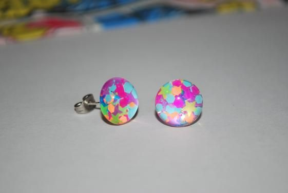 Round She Goes - Market Place - Glitter Glass Stud Earrings 12mm